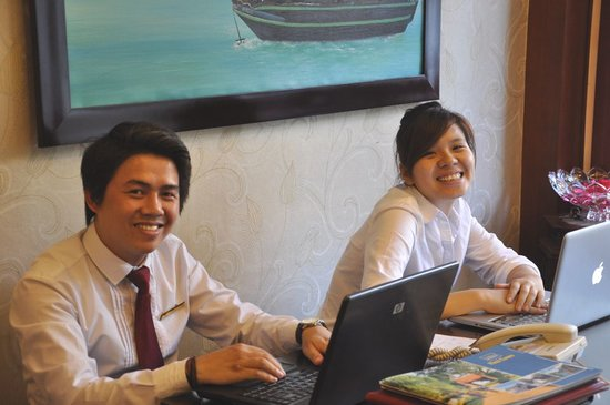 Dong Thanh hotel: Salesman Lee and hostess Anna