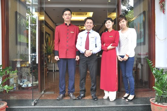Dong Thanh hotel: Some of the staff