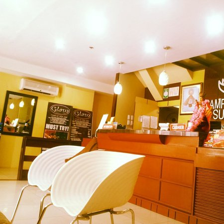 Sampaguita Suites-Plaza Garcia Location: lobby