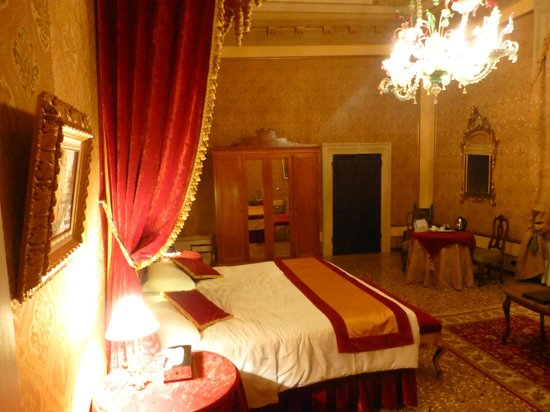 Palazzo Paruta: A view of the spacious junior suite (additional sofa bed not in shot)