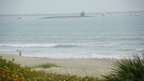Cape Winds Resort: Got to see a SUBMARINE from our room @ 201