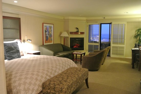 Monterey Bay Inn: King Bedroom
