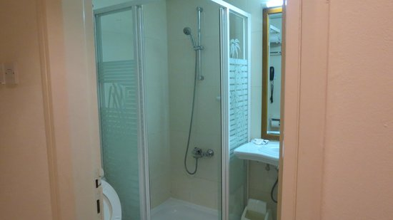Savoy Park Hotel: Bathroom