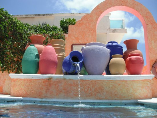 Avalon Baccara Cancun: Poolside Pottery