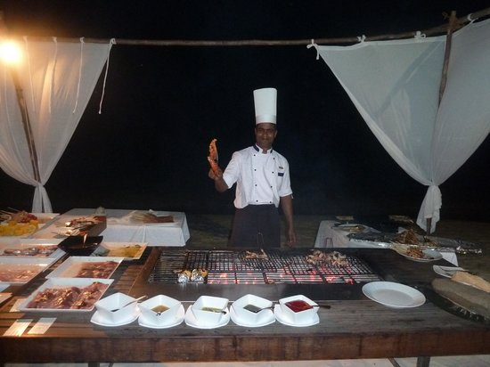 Diamonds Thudufushi Beach & Water Villas: Open grill station