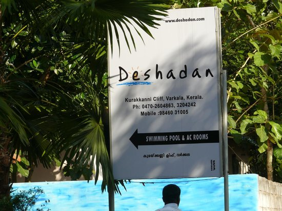 Deshadan Cliff & Beach Resort: Name board at the entrance