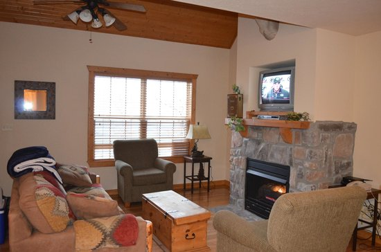 StoneBridge Resort: Living room area
