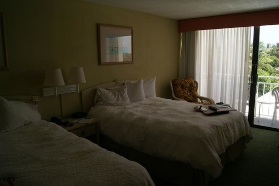 Hampton Inn and Suites Islamorada: Bedroom - I - Beautiful furniture