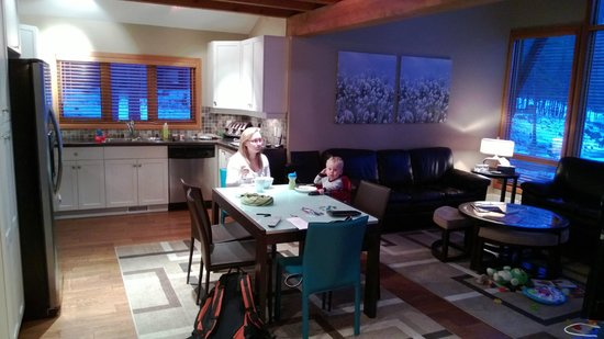The Outback Resort: Living Room and Kitchen