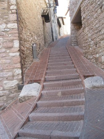 Hotel Giotto Assisi: be prepared to walk and climb this quaint village