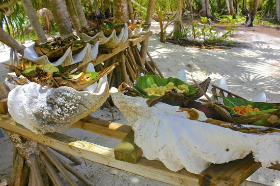 Kia Orana: lunch on the giant clam shell
