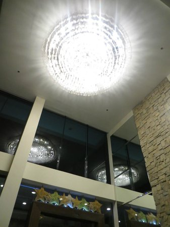 The Cocoon Boutique Hotel: Lobby ceiling