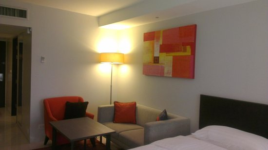 Oakwood Apartments Trilliant Sukhumvit 18: Sofa area beside our beds