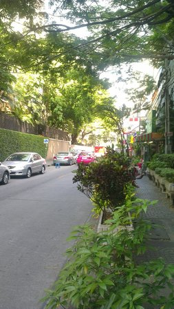 Oakwood Apartments Trilliant Sukhumvit 18: Street around the hotel