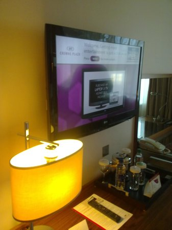 Crowne Plaza Manchester Airport: CP Manchester Airport - Flat Screen TV