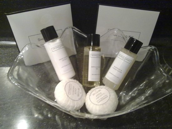 Crowne Plaza Manchester Airport: CP Manchester Airport - Toiletries