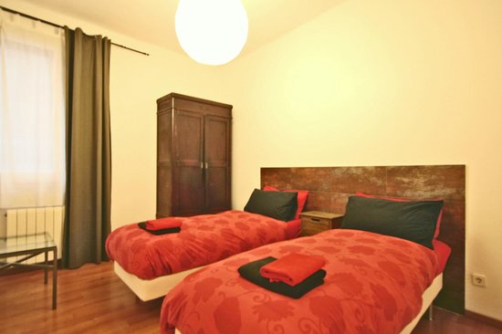 Vidre Home - Plaza Real: twin room
