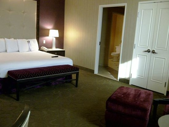 Sam's Town Hotel and Casino Shreveport: Sams Town Shreveport Magnolia Suite Bedroom