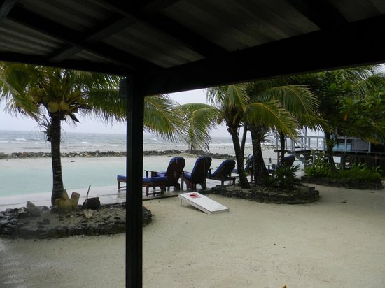 Reef House Resort: beach view