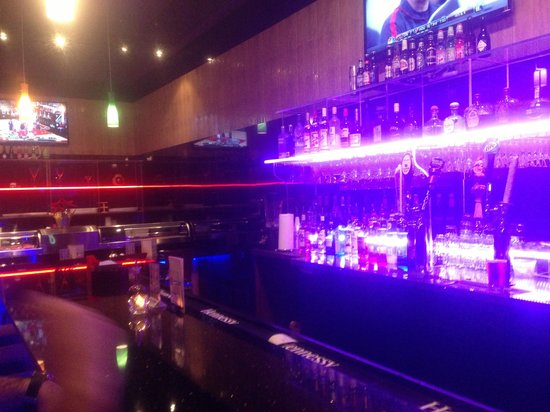 East Moon Asian Bistro: Cool atmosphere