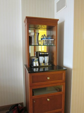 Hilton Portland &amp; Executive Tower: Amenities cabinet