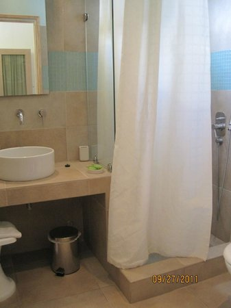 Vencia Hotel: Bathroom