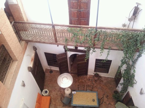 Riad Madina Mayurqa: The courtyard from upstairs