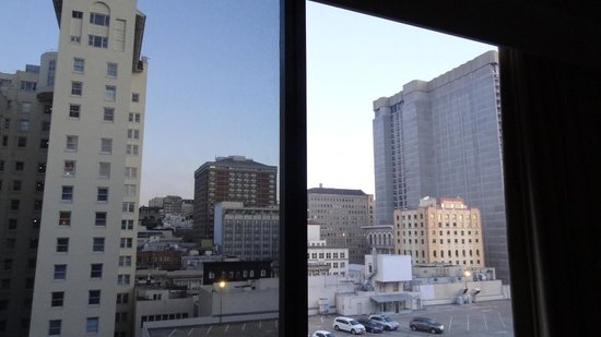 Hilton San Francisco Union Square: View from Room Tower2, 1510- a king room looking over a parking lot