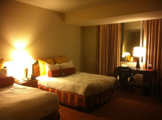 LVH - Las Vegas Hotel &amp; Casino: One of the 2 Queen beds.