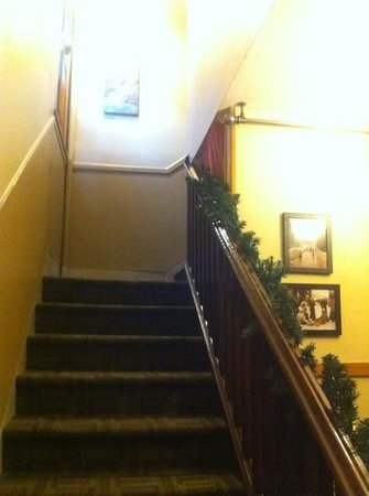 Rocky Mountain B&B: stairs at front