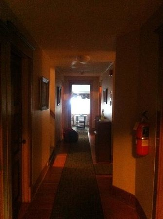 Rocky Mountain B&amp;B: second floor hallway
