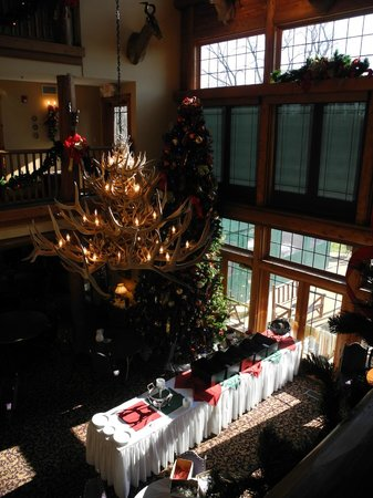 Lodge at Grant's Trail by Orlando's: Immense antler chandelier hangs over main dining room