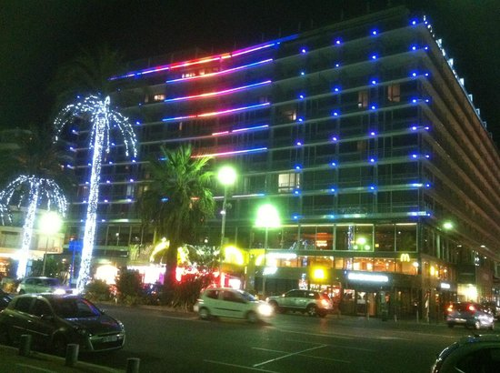 Le Meridien Nice: The Hotel at night