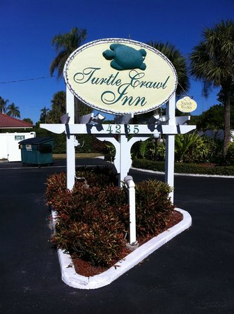 Turtle Crawl Inn: Welcome sign