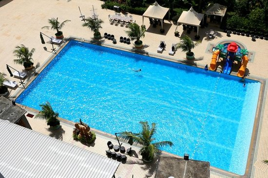 Golden View Hotel Batam: The pool...