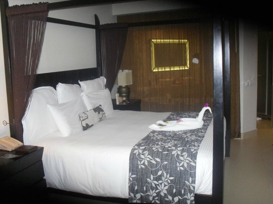 Secrets Wild Orchid Montego Bay: rooms were made up like this every day!!!!!!