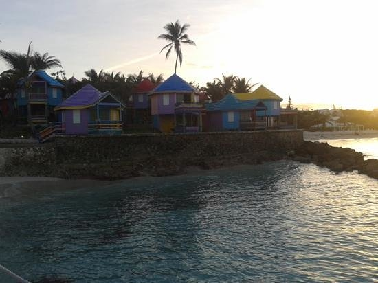 Compass Point Beach Resort: Huts from the pier