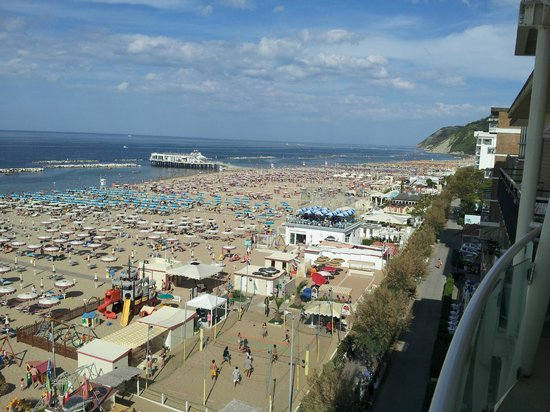 Hotel Thea &amp; Residence: Vista fronte mare dal penultimo piano.