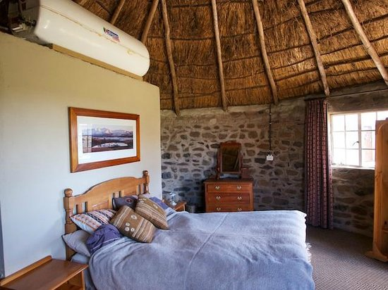 Sani Pass, : Sani Mountain Lodge rondavel