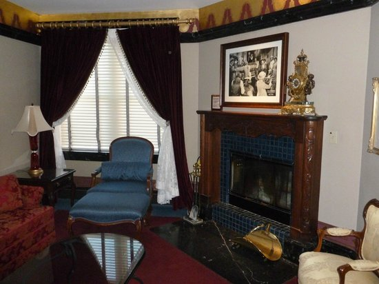 Hotel Pattee: Fireplace (in the sitting room)