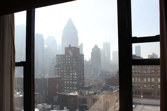 Holiday Inn Midtown / 57th St: 15th floor view during the day