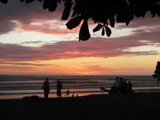 Jungle Joy Retreat: Sunset in Dominical, the local town