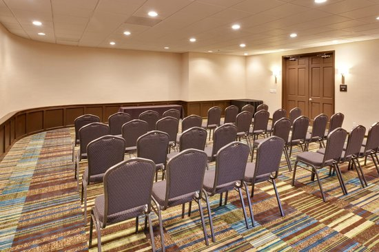 Hampton Inn Morgan Hill: Host a business meeting or social party at the flexible meeting space of our hotel.