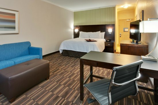 Hampton Inn Morgan Hill: Enjoy extra space at the Hampton Inn hotel in Morgan,  CA by staying at one of our Suites.