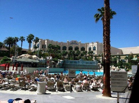 Mandalay Bay Resort &amp; Casino: The Beach