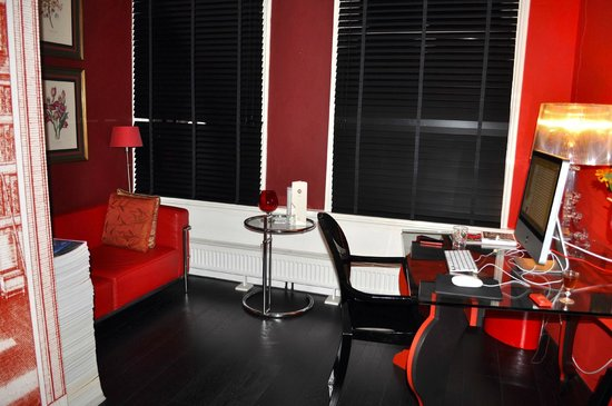 Boutique B&amp;B Kamer01: Red Room Sitting Area 1