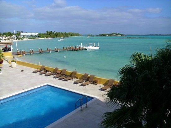 George Town, Great Exuma: Beach and docks.