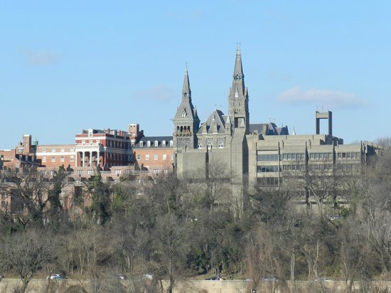 Key Bridge Marriott: Georgetown University-view from room