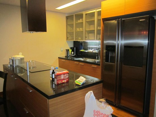InterContinental Asiana Saigon Residences: kitchen