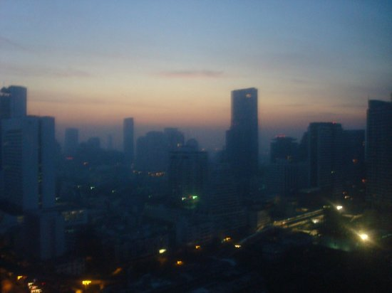 Pullman Bangkok Hotel G: Sunrise from our room